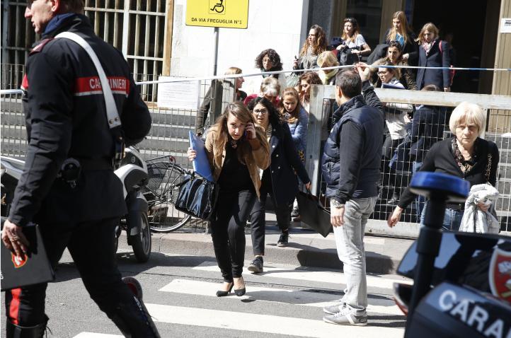 Al menos tres muertos en ataque en tribunal de Milán