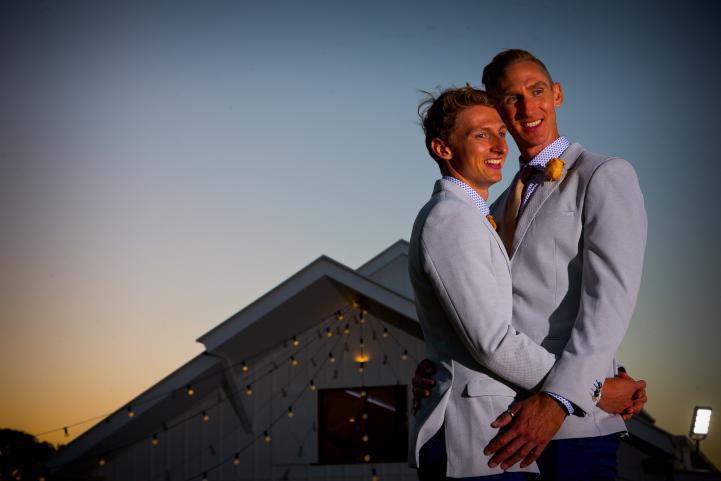 Parejas del mismo sexo se casan en ceremonias en toda Australia