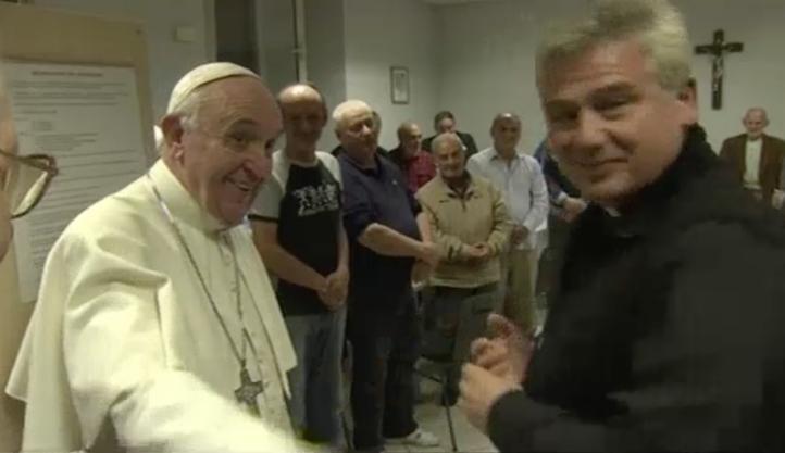 Visita el papa Francisco un refugio para personas sin hogar