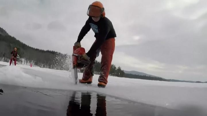 Cosecha de hielo para neveras, una tradición que continúa tras 120 años