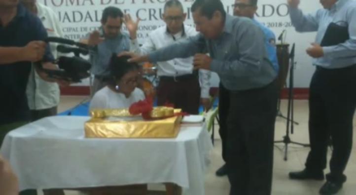 Critican acto religioso en toma de protesta de alcaldesa en Tabasco