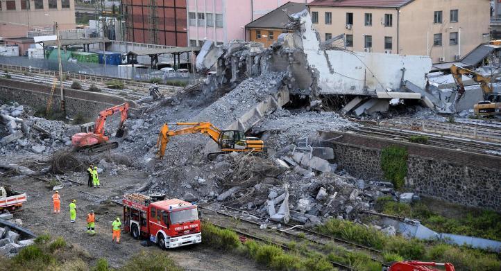 Sigue búsqueda de supervivientes en escombros de puente de Génova