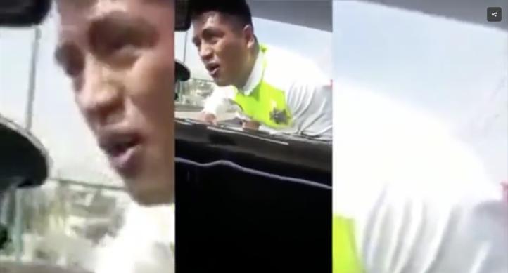 Conductor se lleva a agente de tránsito prendido en el cofre
