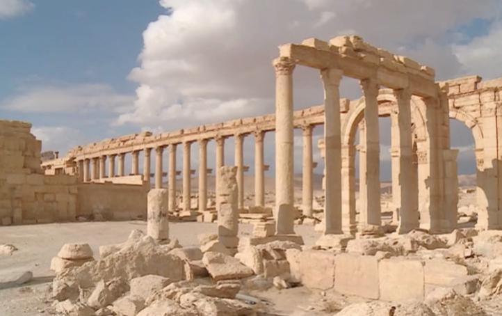 Científicos sirios reparan esculturas dañadas en Palmira
