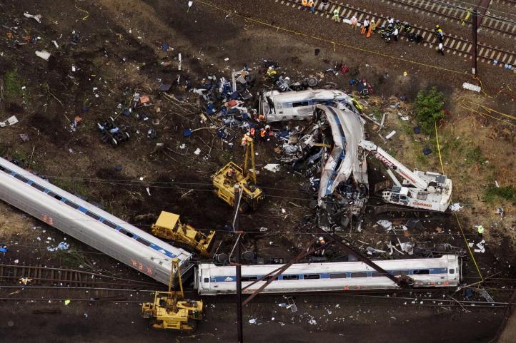 Descarrila tren en Filadelfia; al menos seis muertos