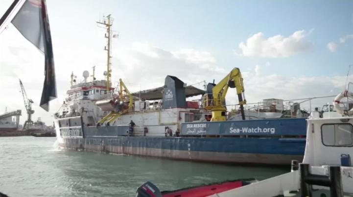 Barcos de rescate detenidos en el Mediterráneo debido a la política europea de represión a inmigrantes