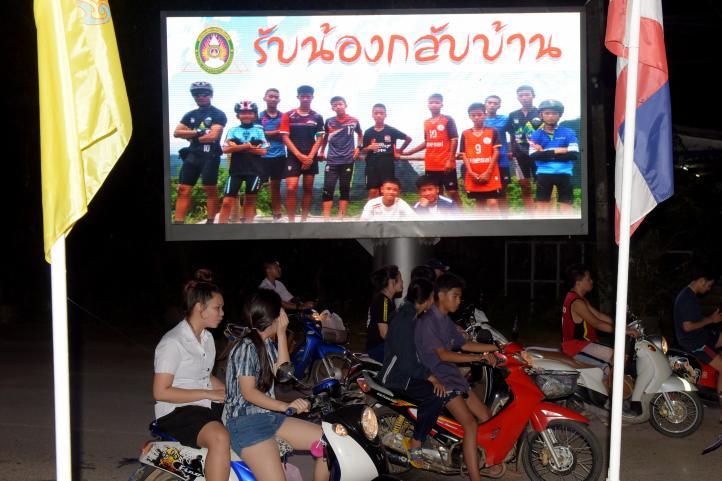 Rescatan a todos los menores y a su entrenador de una cueva en Tailandia