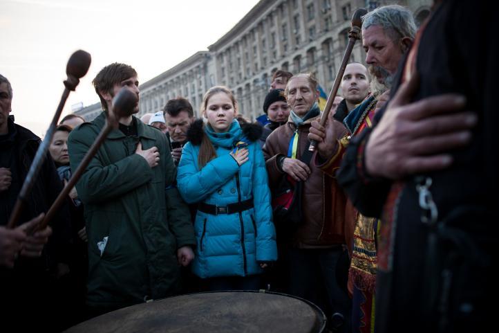 Presidente de Ucrania anuncia elecciones anticipadas; la oposición acepta