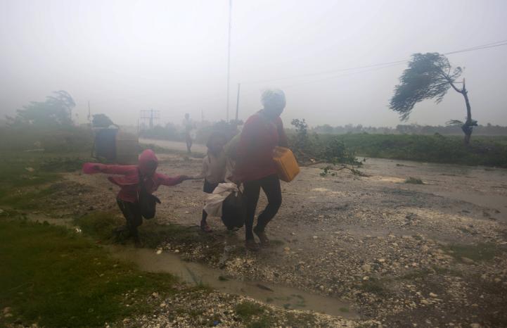 El huracán Matthew causa estragos en Haití; amenaza a Cuba