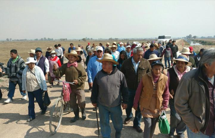 Ejidatarios paran obras de autopista del NAICM