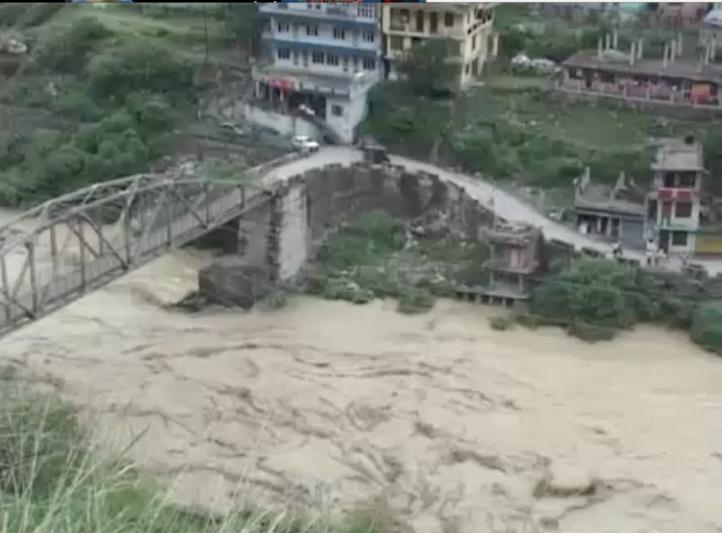 Más de 90 personas fallecen en la India por fuertes lluvias