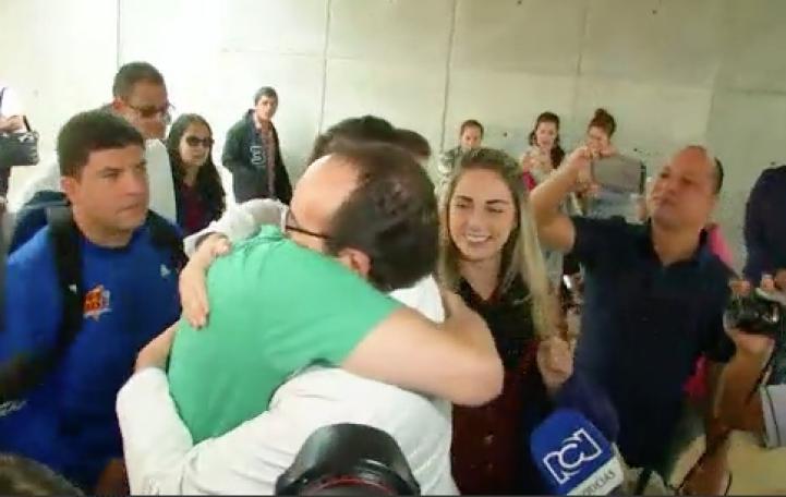 Sobrevivientes de Chapecoense visitan hospital en Medellín