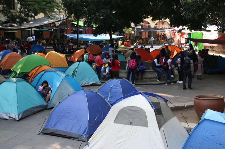 CNTE instala plantón y realiza paro indefinido en Oaxaca