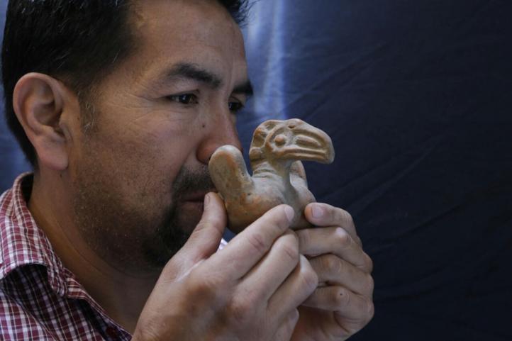 Alfarero de Texcoco es pionero en recrear instrumentos musicales prehispánicos