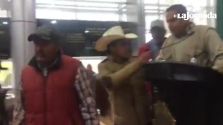 Se enfrentan diputados e integrantes de 'El Barzón' en Chihuahua