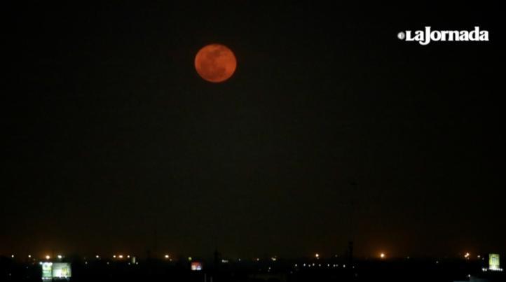 Superluna sobre la Ciudad de México