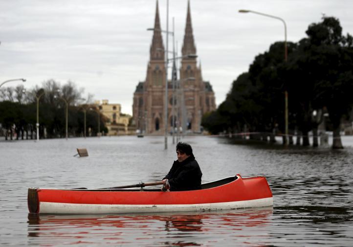 Lluvias en Buenos Aires dejan 11 mil evacuados