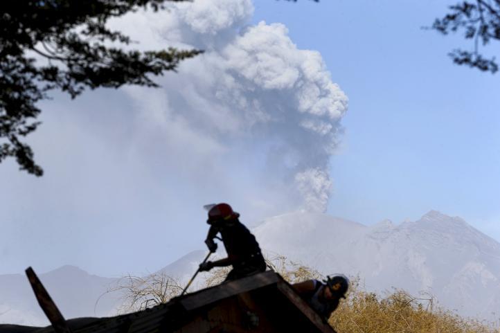 Calbuco seguirá en erupción y surgen pueblos fantasmas