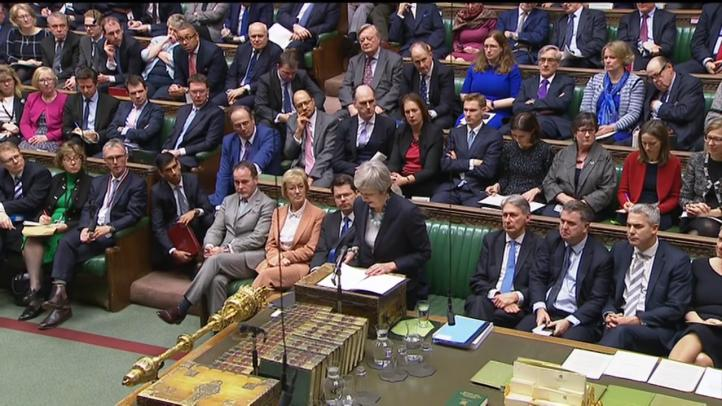May aplaza 'sine die' la votación sobre el acuerdo del Brexit