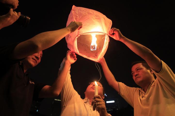 Malasia ampliará búsqueda de avión desaparecido con más 239 personas a bordo