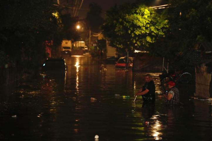 Una fuerte lluvia provoca inundaciones en la CDMX