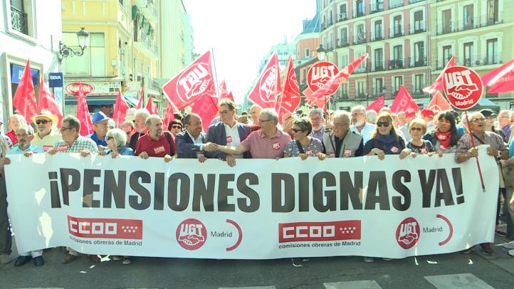 """Cientos de españoles reclaman """"pensiones dignas"""""""