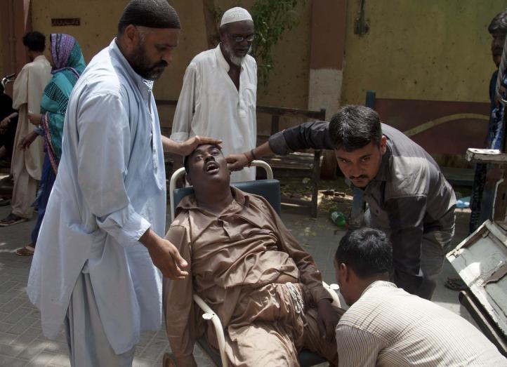 Aumentan los muertos por ola de calor en Pakistán