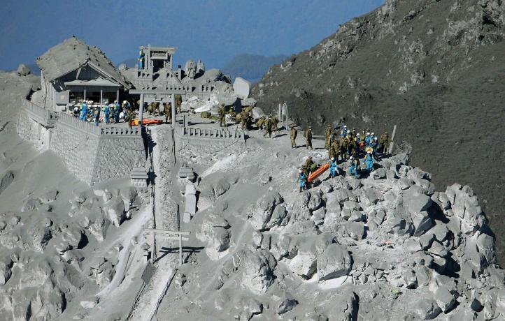 Aumentan ok a 36 los posibles muertos por erupción en Japón