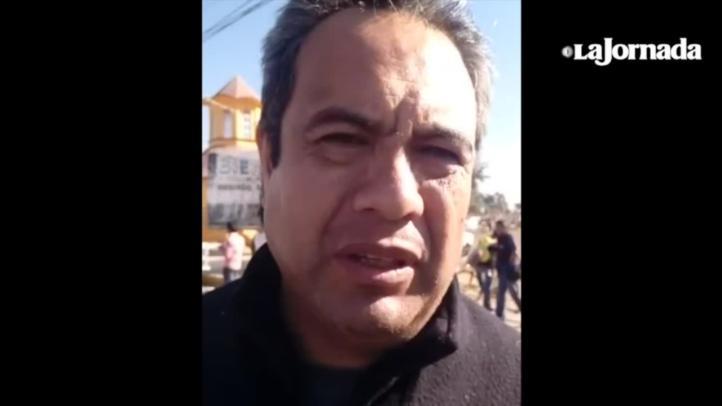 Personas buscan  a sus familiares en el mercado de San Pablito