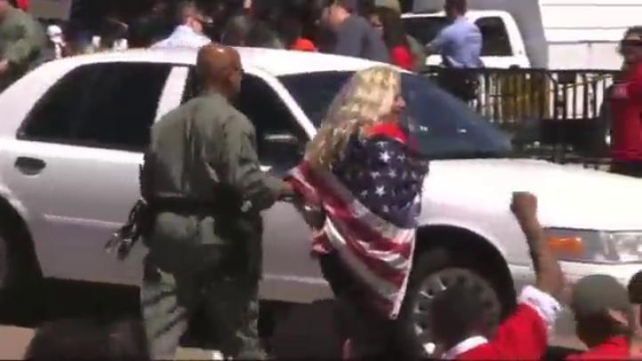 Arrestan a unas 140 personas durante protesta contra las deportaciones, frente a la Casa Blanca