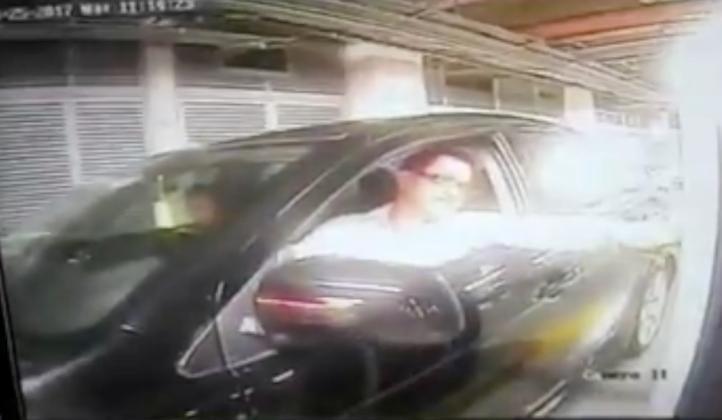 Captan robo en estacionamiento de centro comercial de la CDMX