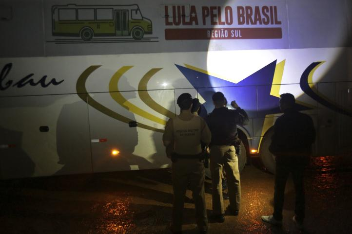 Balean caravana de campaña de Lula; no reportan heridos