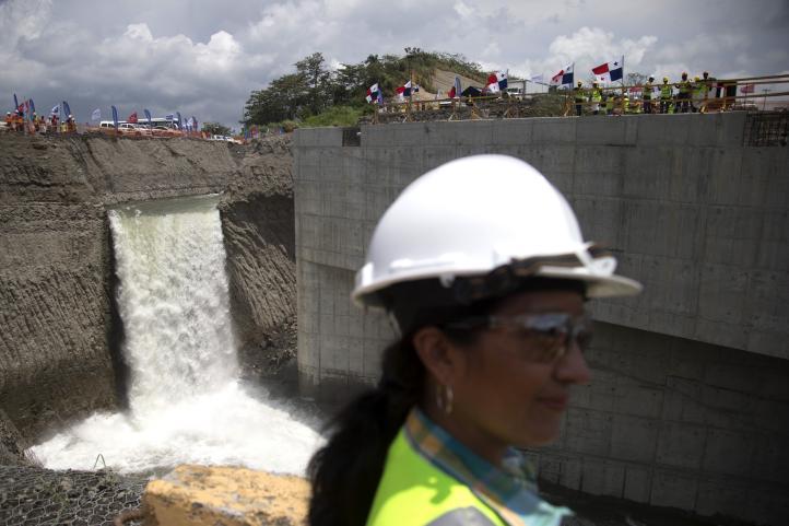 Inicia llenado de esclusas para la ampliación del canal de Panamá