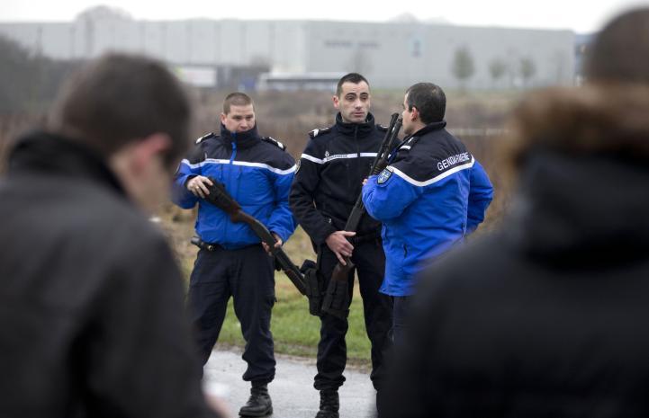 Francia: policía contactó a sospechosos de atentado