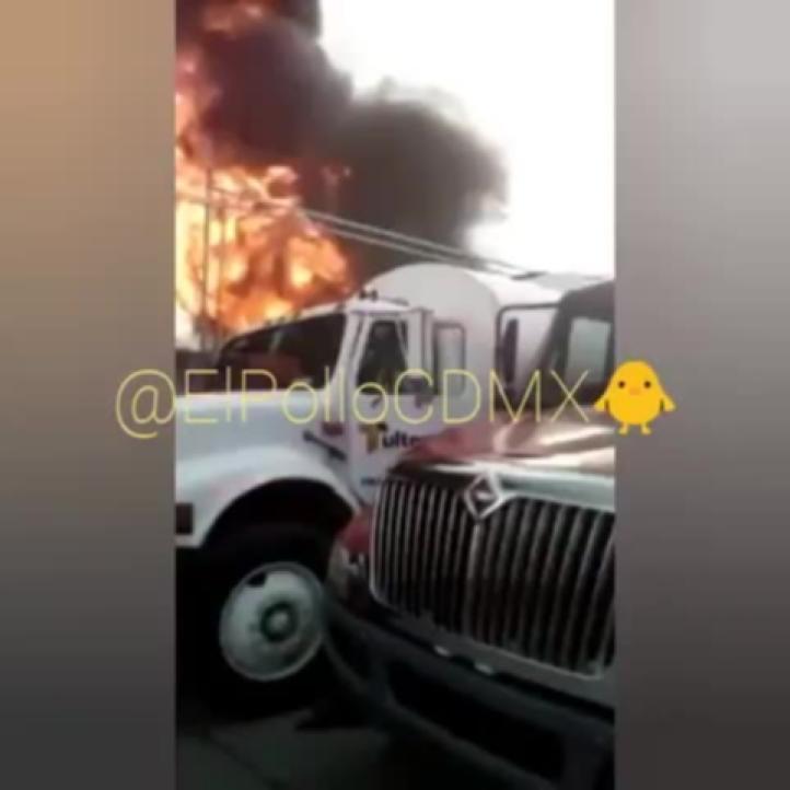 Se incendia empresa de plástico en Melchor Ocampo y se expande el siniestro