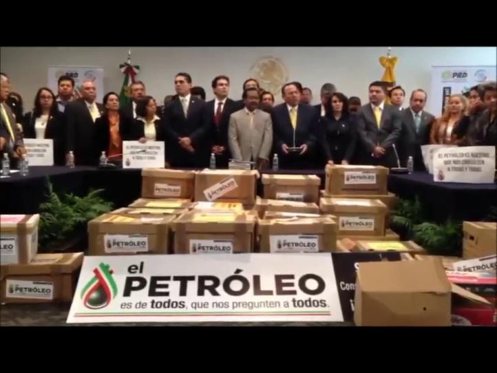 Entrega PRD un millón 672 mil firmas para consulta sobre reforma energética