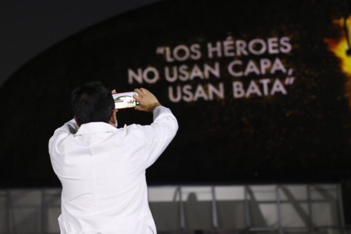 """Proyectan """"Mural de los Héroes de la Salud"""" en el Centro Médico Nacional Siglo XXI"""