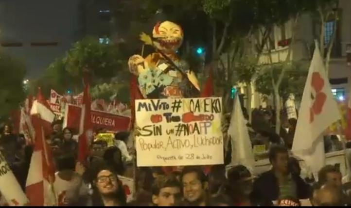 Miles de peruanos marchan contra  Keiko Fujimori