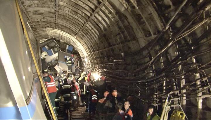 Descarrila Metro en Moscú; al menos 20 muertos y más de 150 heridos
