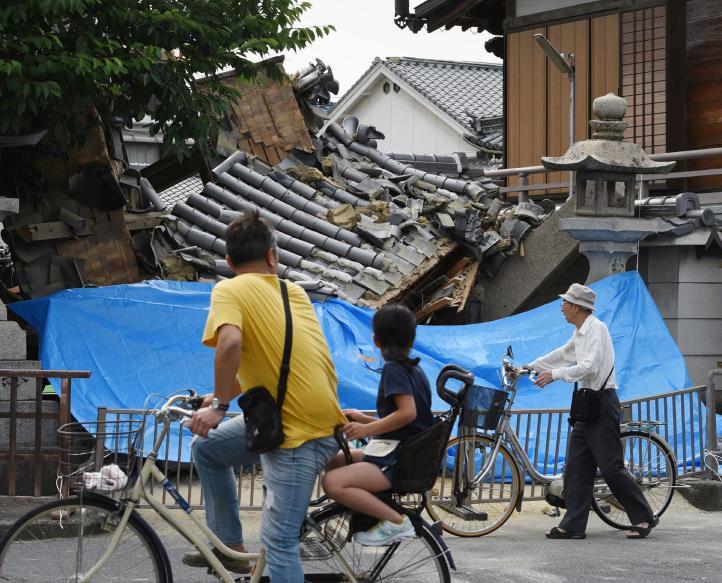 Sismo deja 3 muertos y 300 heridos en oeste de Japón