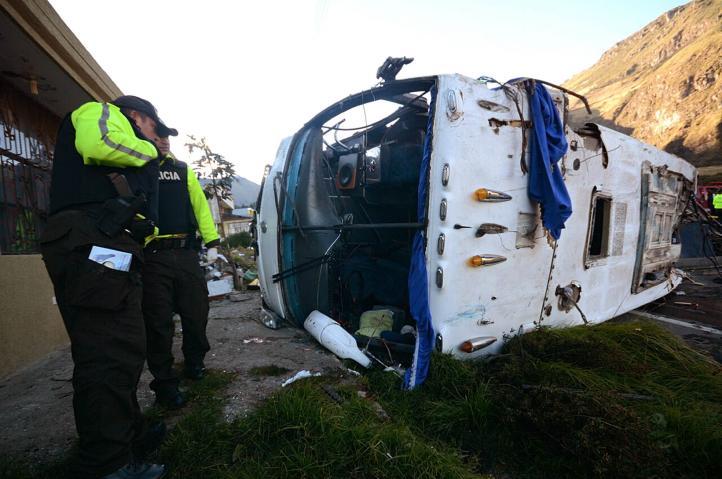 Fallecen 24 personas en accidente de autobús en Ecuador