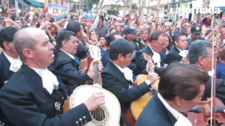 Tercer día de homenajes populares a Juan Gabriel en Garibaldi y Bellas Artes
