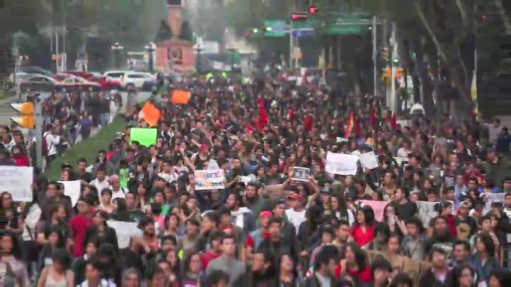 Protesta #Posmesalto, contra el alza al Metro
