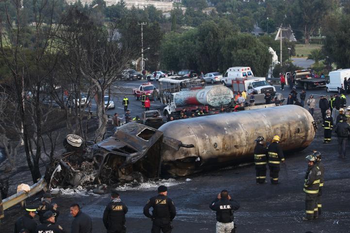 Un muerto y 19 heridos por explosión de pipa en Tlalnepantla