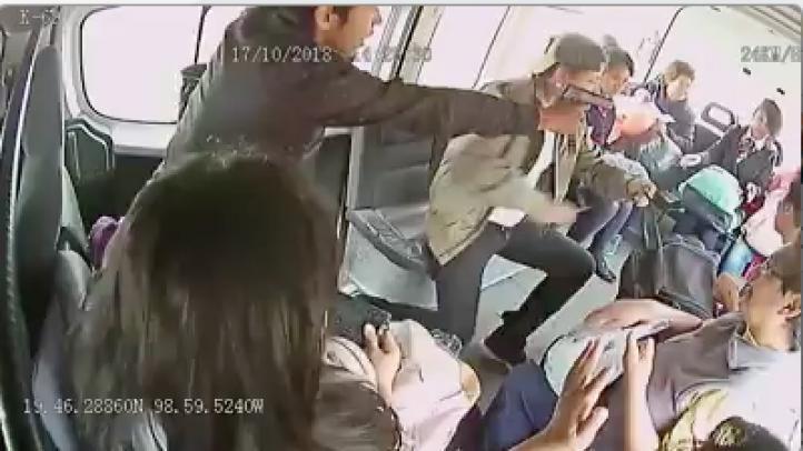 Captan en video asalto a combi en Tecámac
