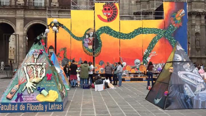 La UNAM, por primera vez, instala mega ofrenda afuera de su campus