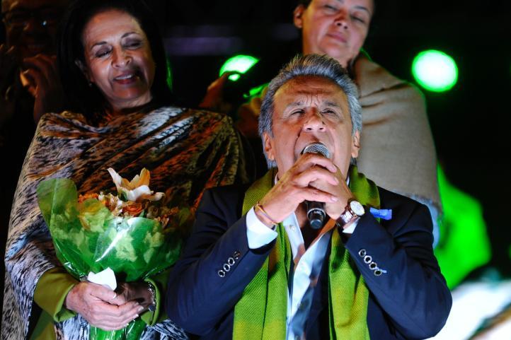 Ecuador: oficialista lidera comicios; opositor ve fraude