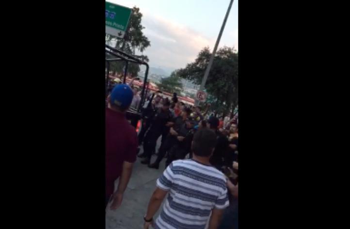 Fuerza Civil intenta impedir el paso de marcha de la CNTE en Monterrey