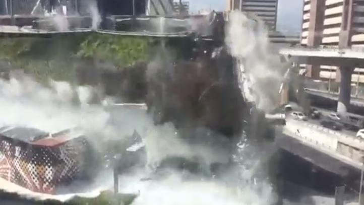 Momento del derrumbe de Plaza Artz