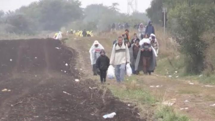 Migrantes en Grecia y Hungria se enfrentan a lluvias torrenciales